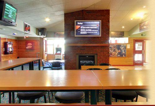 Local sports bar & thirsty liquor bottle store in New Zealand http://www.innkeeper.co.nz/bar-events-newlands