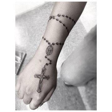 Diversos Tatuajes De Rosarios En El Antebrazo Tattoos Tatuaje