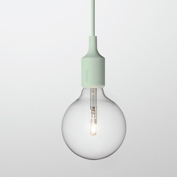 Mintgroen minimalistisch met deze lamp van Muuto. #deens #design #lamp #muuto