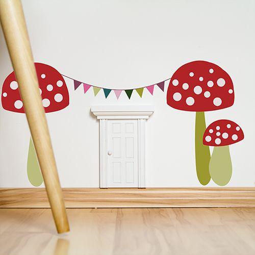 Eine kleine Tür im Kinderzimmer als Einlass für gute Feen und Wichtel, die nachts die Kinder im Schlaf beschützen. Zauberhaft! Dazu passend selbst entworfene Deko-Wallsticker <3 http://www.wandmotive.de/Kaufen/Wichtel-und-Feentueren