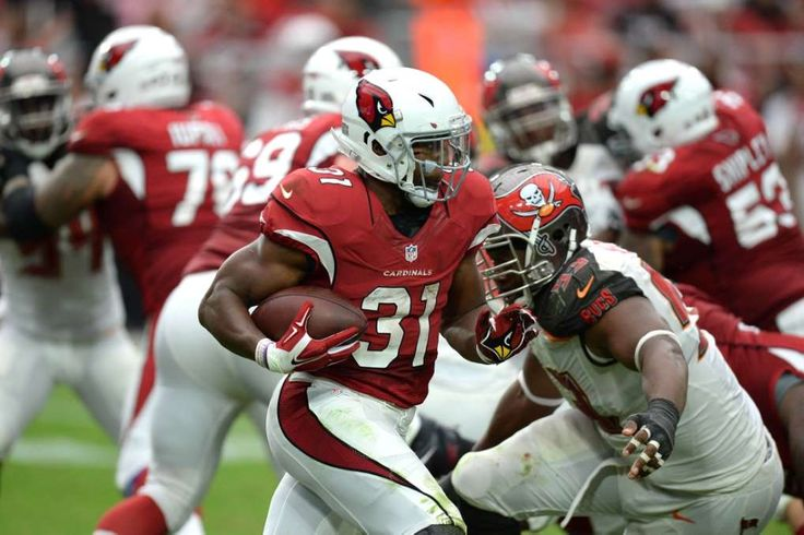 Arizona Cardinals running back David Johnson (31) runs with the ball against the…