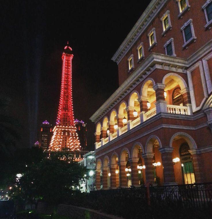Back to Paris? No still in Macau... #Parisian #EiffelTower #TourEiffel #Macau #Paris #Casino #Lights #Night #Travel #Trip #Vacances #Backpack