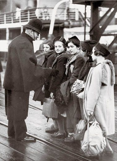 On Jewish refugees from Nazi Germany and the flight of the Frank family, the Van Pels family and Fritz Pfeffer. The exhibition was on display in the Anne Frank House in 2012.