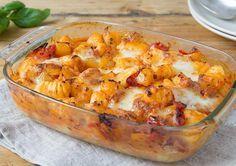Gnocchi-Paprika-Mozzarella Auflauf verfeinert mit frischem Basilikum