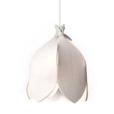 Lotus crme  Gemaakt van één lap wolvilt. De Lotus lampenkap heeft geen frame, maar krijgt zijn vorm door de op origami geinspireerde vouwtechniek er wordt bijv. ook geen lijm gebruikt. De lap vilt is gemakkelijk tot lampenkap te construeren door de bijgeleverde handleiding. Gebruik bij een lamp van wolvilt al...