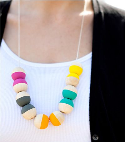 DIY Fun Necklace - Easy Craft for SummerDiy Necklaces, Diy Painting, Diy Crafts, Painting Wooden, Beads Necklaces, Wooden Necklaces, Handmade Gift, Wooden Beads, Bead Necklaces