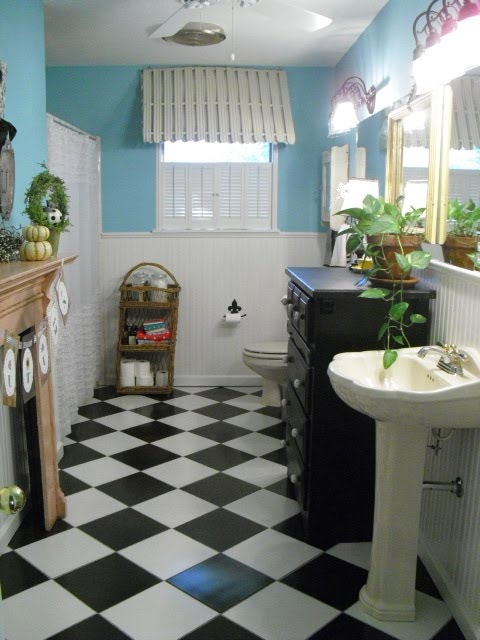 Black And White Checkered Floor In Bathroom : Black and white tile bathroom floor