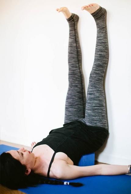 Yoga is a natural remedy for chronic back pain. Relieve your back pain by doing these 14 gentle poses that gradually strengthen and stretch out your back so you see instant pain relief. Do these beginner friendly yoga poses before you go to bed or after you wake up in the morning.