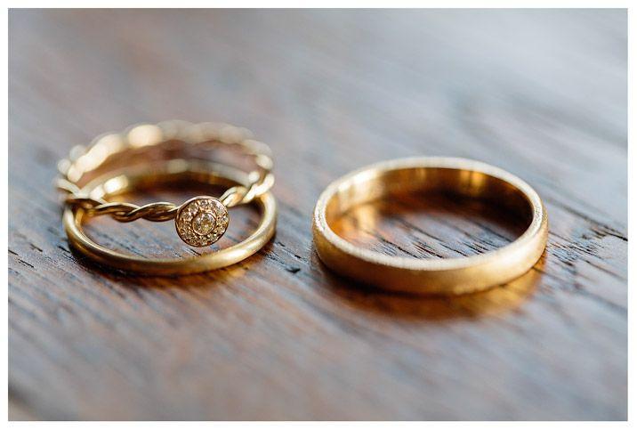 Eheringe links oder rechts? #Christina_Eduard_Photography #Hochzeit #Schloss_Ber…