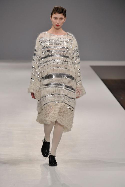Shengwei Wang #knitwear #dress #metallic image source: unknown