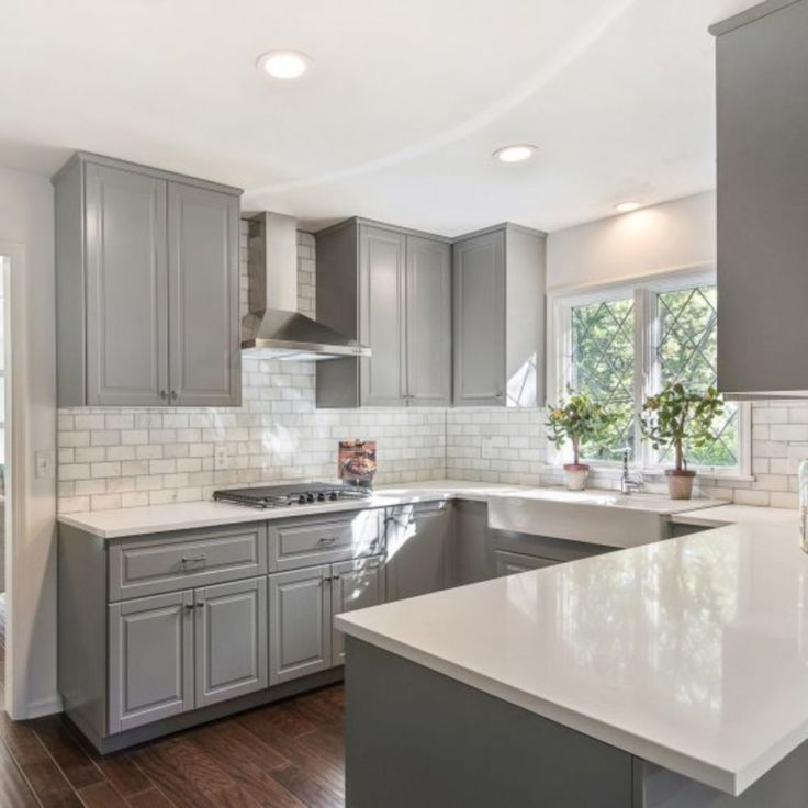Cool 34 Marvelous Grey and White Kitchen Style https://cooarchitecture.com/2017/06/04/34-marvelous-grey-white-kitchen-style/