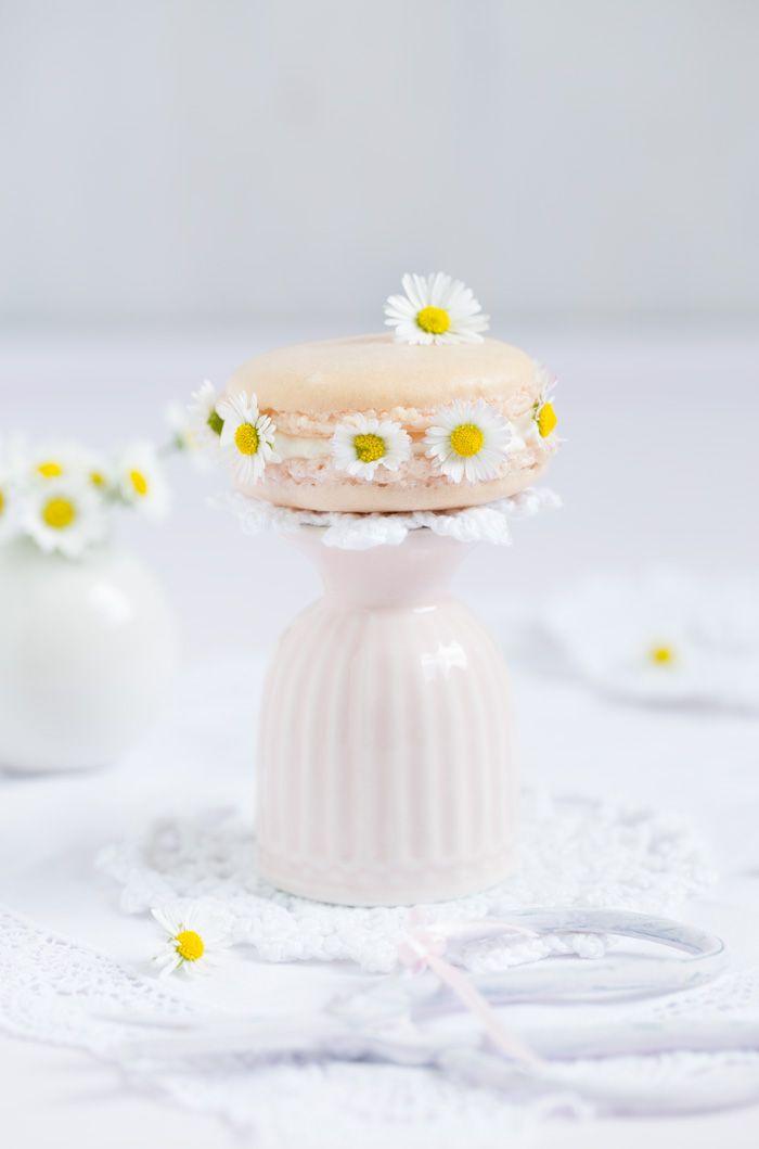 """""""Gänseblümchen Macarons!""""  http://www.lisbeths.de/gaensebluemchen-macarons/"""