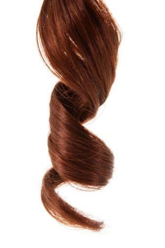 <p>Für alle, die superfeine Strähnen haben, steht volles und voluminöses Haar ganz oben auf der Wunschliste. Zugegeben, an heißen Sommertagen schwitzen wir vielleicht weniger und wir brauchen keine 60 Minuten, um unsere Haare zu föhnen, aber wer träumt nicht von einer tollen Haarpracht à la Adriana, Chanel oder Gigi? (Ja, das dachten wir uns). Wir haben das Internet nach den besten Tricks durchforstet, um Ihrem dünnen Haar die Fülle zu verleihen, nach der Sie sich sehnen.<br /></p>