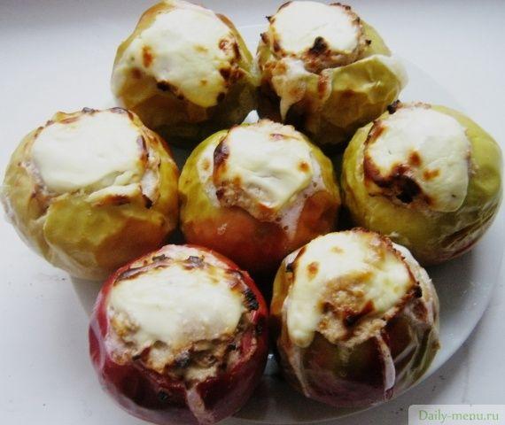SUPRA: Яблоки, запеченные с творогом, медом и орехами