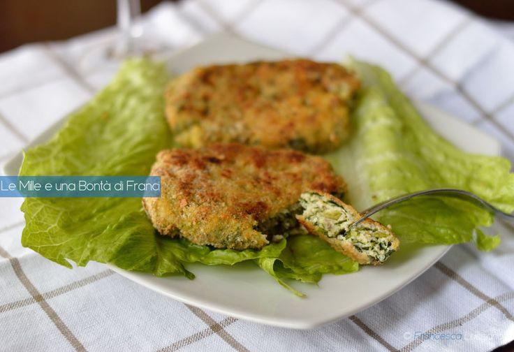 Le spinacine di pollo sono un secondo piatto leggero e goloso, ideale da preparare per la cena.È un buon metodo per far mangiare le verdure ai più piccini.