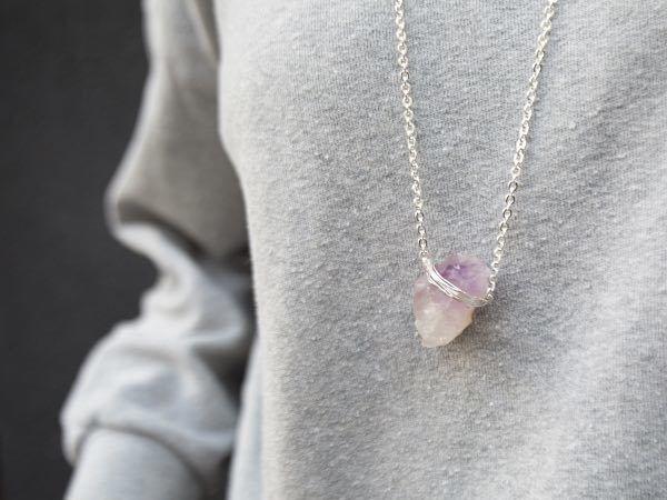 DIY tutorial :Ketting met kristallen hanger zelf maken via DaWanda.com