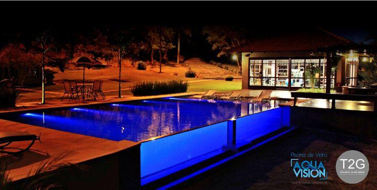 Jardim, velas, jogo de luzes… Elementos utilizados na decoração da piscina transformam totalmente o ambiente, com toques de requinte e sofisticação.  Quem assistiu ao filme O Grande Gatsby (2013), estrelado por Leonardo DiCaprio, certamente se lembra da festa que o milionário Jay Gatsby oferece em sua mansão.  Protagonista da cena, a luxuosa piscina localizada no centro do salão traz iluminação especial para deixa-la ainda mais cativante aos olhos dos convidados.  O que, para muitos, poderia…