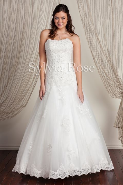 Sylvia Rose | Style Melody | Top seller | Wedding gown | Bridal dress | Beaded lace | Tulle skirt |