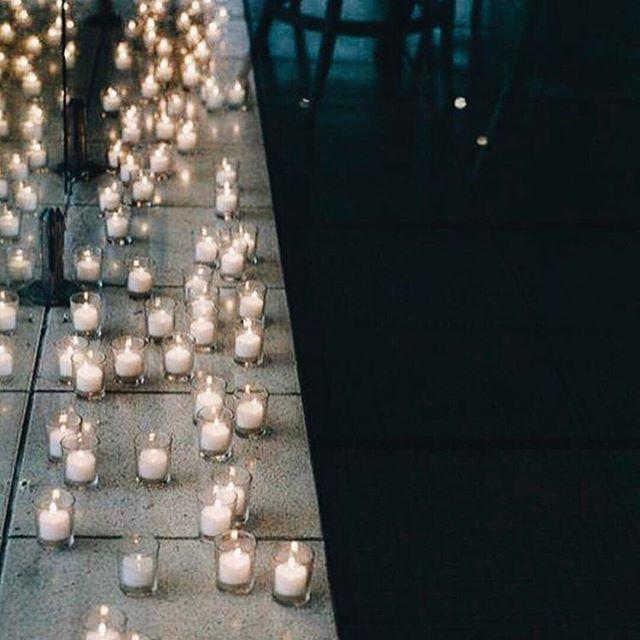 • LIGHTS • We love the intimate mood created by candle light • RG @lohobride • #weddingstyle #wedding #reception #candlelight  #Regram via @onedaybridal