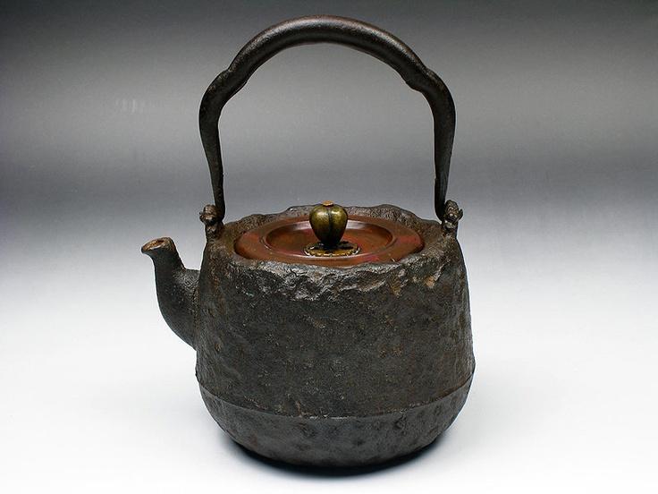 Cast Iron Tetsubin teapot- keeping it HOT