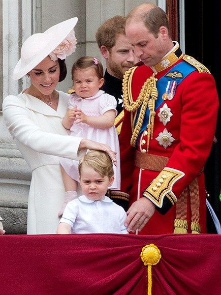 Zleva princezna Kate, princezna Charlotte, Prince George a Prince William Foto (c) JUSTIN Tallis, AFP, Getty