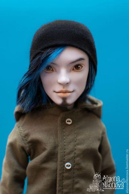 Купить или заказать ООАК Инвази Билли, Monster High в интернет-магазине на Ярмарке Мастеров. ООАК Инвази Билли, Monster High. Данная кукла является портретной. Рисовка и одежда делались по фотографии. Лицо: акварельные карандаши, акриловая краска, покрыто матовым лаком, глаза - глянцевым. Волосы: изначальная прошивка КОМПЛЕКТАЦИЯ: кукла, зеленая футболка, черные джинсы, парка цвета хакки. Возможно создание куклы по Вашим пожеланиям (для Украины есть возможность росписи и прошивки Вашей…