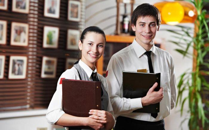 Hôte ou hôtesse d'accueil en restauration : Etudes, diplômes, salaire, formation, rôle, compétences   Carrière Hôtesse