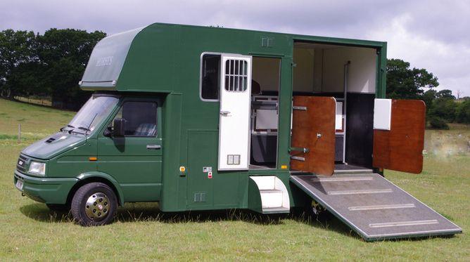 Camillas Horse Transport