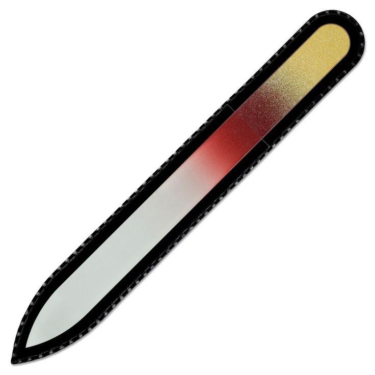 Богемская стеклянная пилочка для ногтей – идеальный инструмент для маникюра, предотвращающий слоение ногтей. Стеклянные пилочки от компании Монт Блю, изготовлены из Чешского закаленного стекла. На пилящую поверхность пилочек для ногтей распространяется пожизненная гарантия.Пилочка поставляется в черном бархатном чехле. Эта пилочка длиной 135мм.