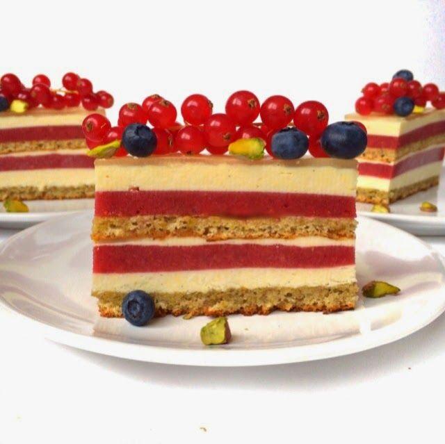Лето подходит к концу- самое время приготовить этот ванильный торт с ягодами, фисташками, лимоном и миндалем. Обожаю такие лёгкие (...