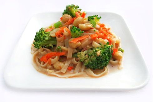 broccoli and carrots: Peanut Sauces, Broccoli Peanut Noodles