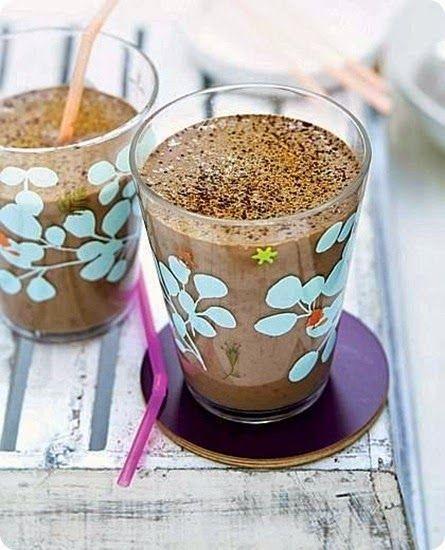 Frullato di cioccolato, banana e latte di soia  Ingredienti: per 6 persone..          125 g di farina         1/2 cucchiaino di bicarbonato         250 g di yogurt         2 uova         2 tuorli         15 g di burro fuso         2 cucchiaini di olio         40 g di zucchero         buccia grattugiata di limone         2-3 cucchiai di rum          La crepe è un' antichissima preparazione di origine francese, che, secondo la leggenda, pare risalire addirittura al V secolo ,