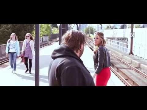 Evenblij & van Eijk - Lul Haags met me (Kenny B - Parijs cover) - YouTube