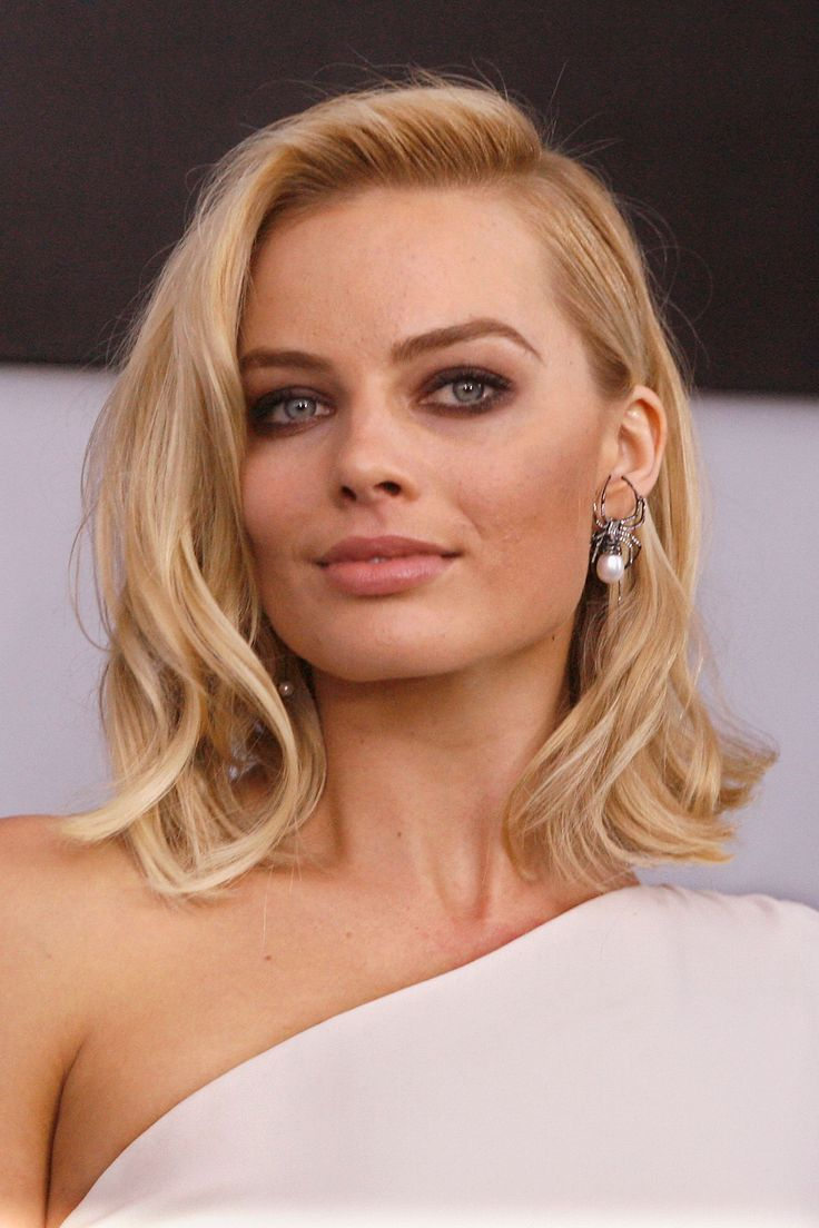 Margot Robbie //medium length // short hair // blonde hair