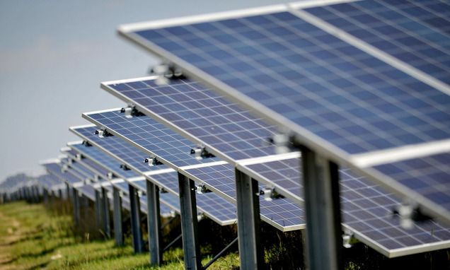Solar power has hit new record highs in the UK, providing almost a quarter of the country's electricity at one point last month, analysis shows.