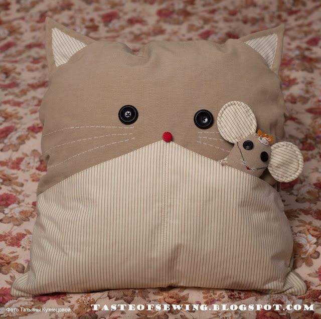 A taste of sewing: кот с мышью, оба бежевые такие