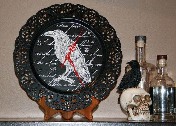 Halloween Raven clock with Red hands
