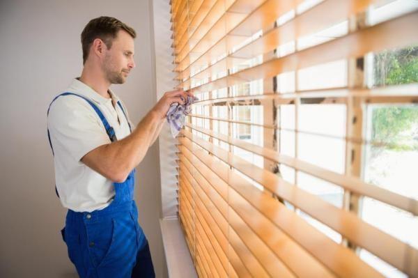 Como limpar as persianas de madeira