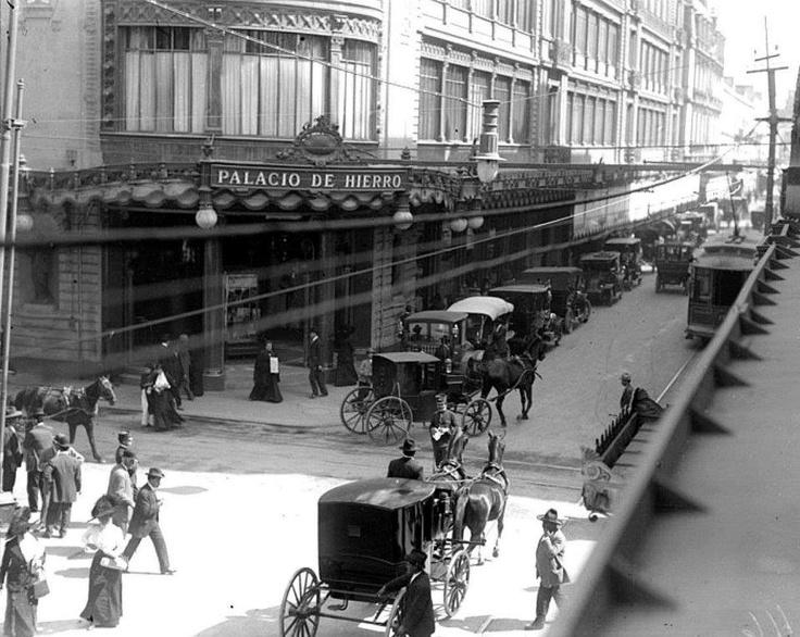 """En 1909, El Palacio de Hierro, siendo digno de mencionar que fue el primer edificio con sótano considerado como el edificio comercial más alto y grande de la ciudad""""."""