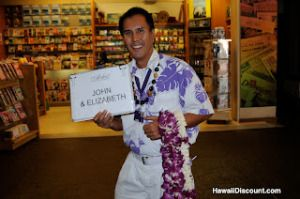 Welcome to Hawaii! Airport Lei Greetings #Honolulu #Kona #Kahului #Lihue