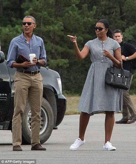 The Obamas head home to Washington after Martha's Vineyard vacation