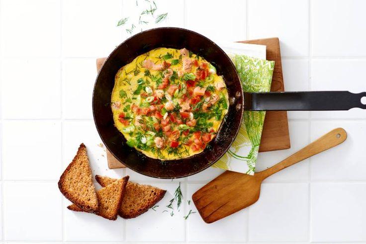 Omelet met zalm en groente - Recept - Allerhande
