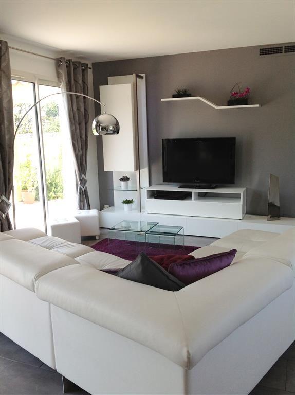 Salon contemporain avec canapé d'angle