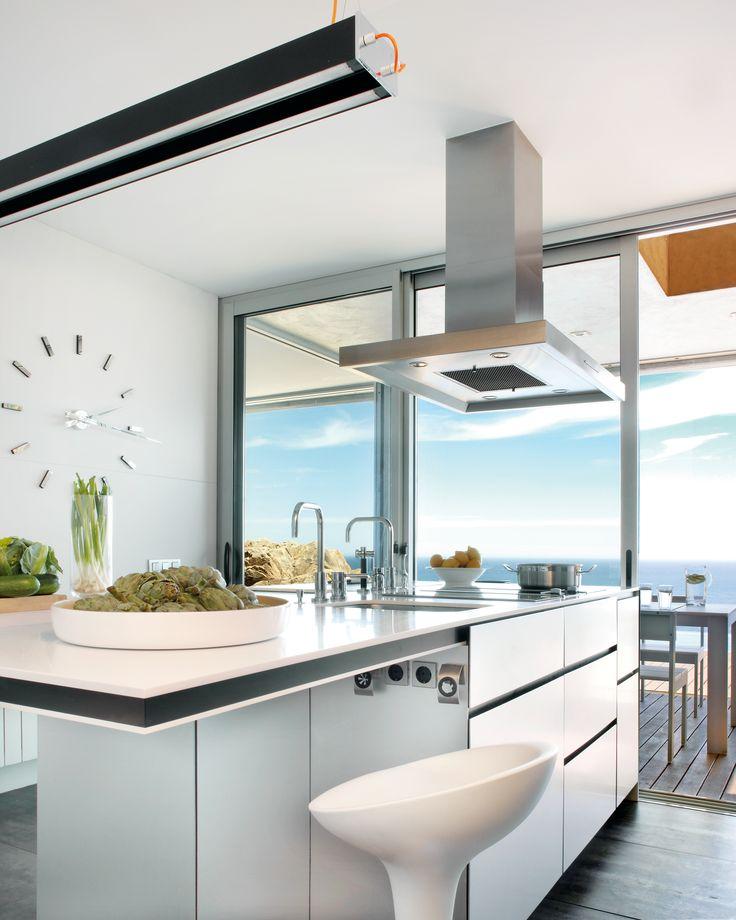 Gi kjøkkenet et reint og moderne uttrykk med benkeplater i kvartskompositt fra Ellingard Collection! Klikk for mer inspirasjon og info.
