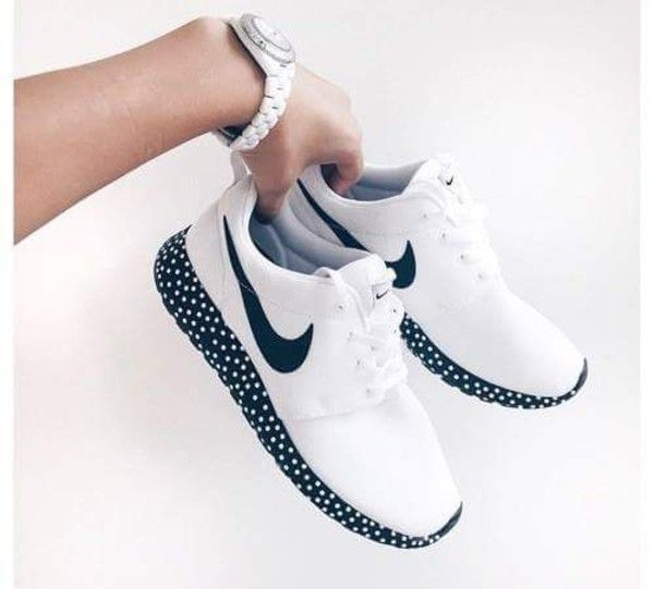nike roshe run black and white speckled frogs