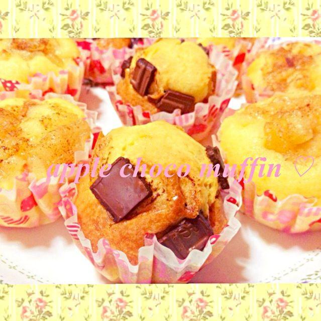 この前作った タルトタタンの煮つめたりんごが余ってたのであっぷるマフィンと板チョコでちょこマフィンを作りました〜 ブラックコーヒーと相性バツグン◎ - 132件のもぐもぐ - muffin〜♡♡ by ayapan*