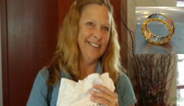 Deb Thompson, una mujer de 53 años de Minnesota (EEUU), halló un anillo de diamantes cuyo valor se estima en 6.500 dólares. Ella encontró la joya preciosa en un pantalón de menos de cuatro dólares que compró en una tienda de ofertas. La señora se...