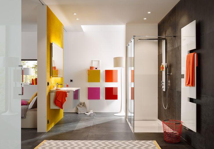 3D Effekt im Spiegel durch leicht gebogenen Lichtstreifen #zierath #manufaktur #lichtspiegel #z1 #light #gebogeneslicht #badezimmer #bathroom