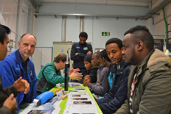 Lehrgänge und Berufsausbildungen für Flüchtlinge - Alleine in den Jahren 2015 und 2016 kamen etwa 5000 Flüchtlinge im Ennepe-Ruhr-Kreis an. Rund 3000 von ihnen werden zunächst dort leben. #BILSTEIN #Social #Integration #Vorbild #mediabel #EN #soziales
