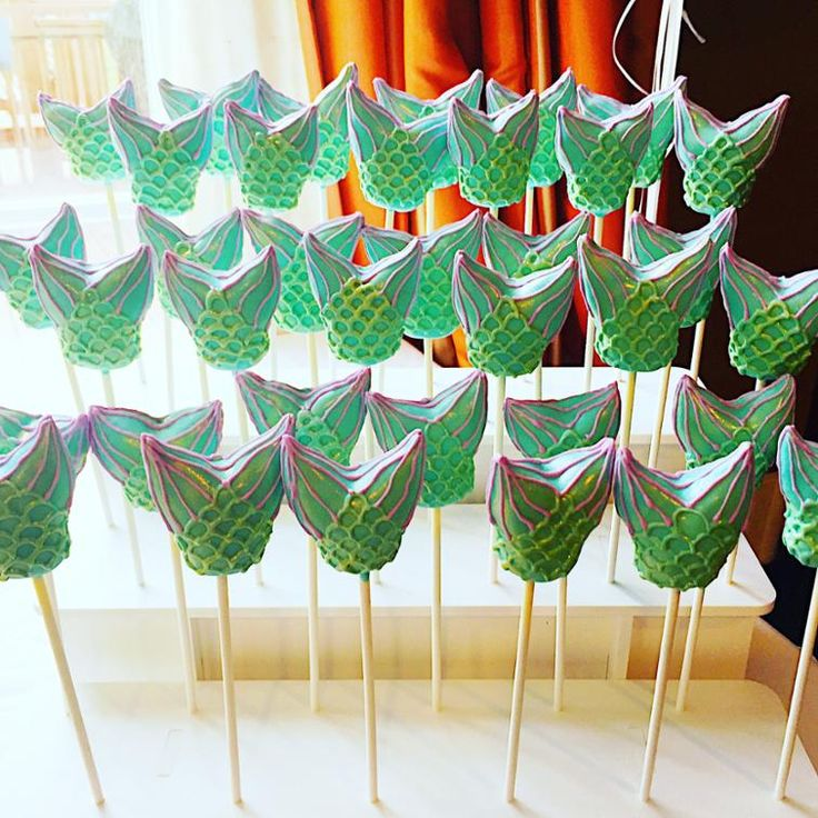 These mermaid tail cake pops were made by Craftsy member HollieN. Find out how she made them on Craftsy!